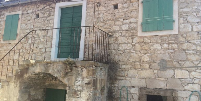 Old stone house in attractive location (4)