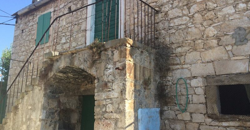 Old stone house in attractive location, Brac Island