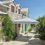 Renovated stone house with sea view in Bol