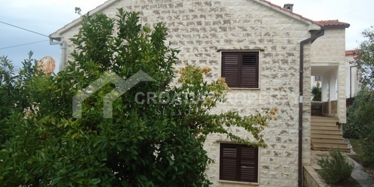 Detached stone house with sea view (6)