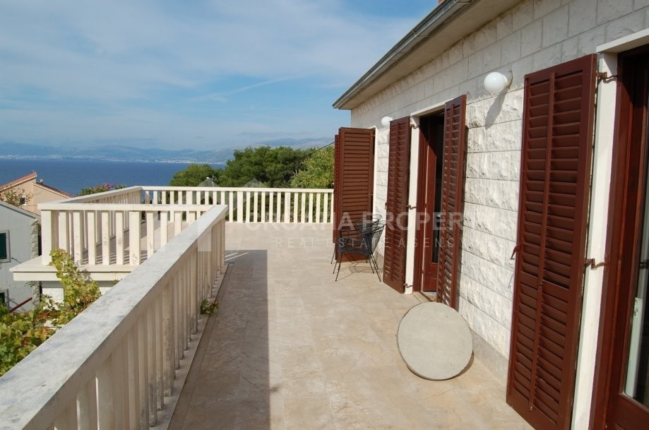 Detached stone house with beautfil sea view