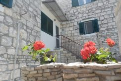 Old renovated stone house in heartland of Solta