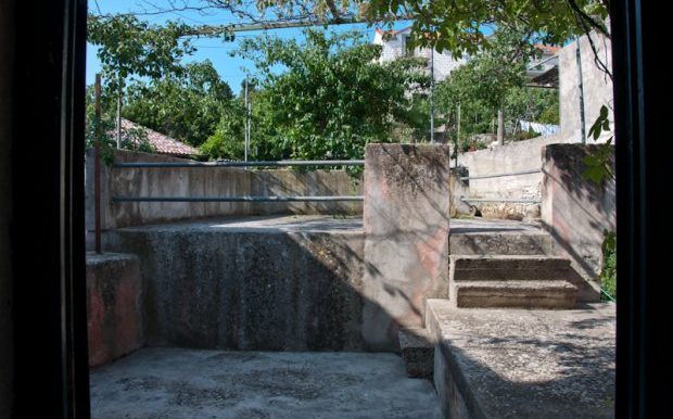 An_old_stone_house_in_Sutivan_(13)