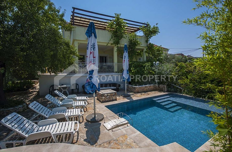Detached house, peaceful location, Sutivan