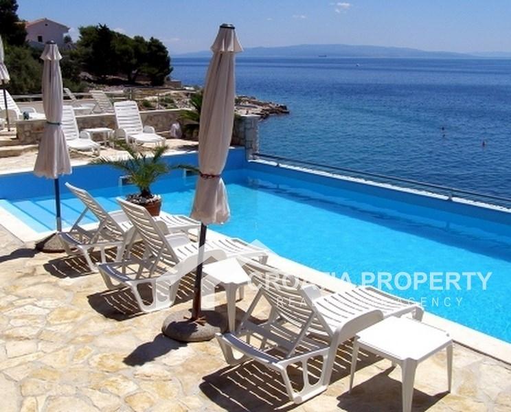 Villa in Ciovo, erste Reihe am Meer
