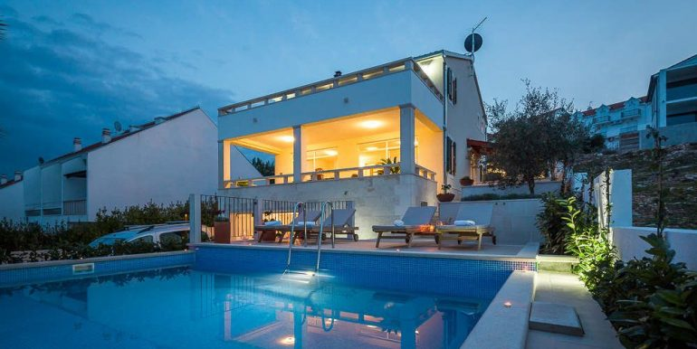 House with swimming pool and beautiful sea view