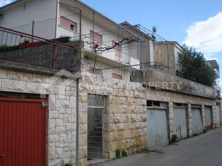 Detached house with seaview in Omis