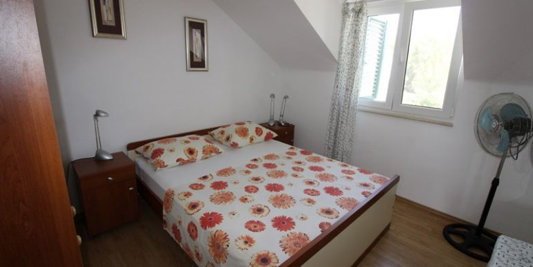 apartment in terrace in Milna (8)