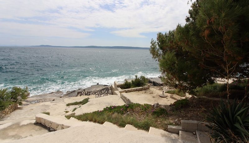 New-build apartment with sea view, island Ciovo