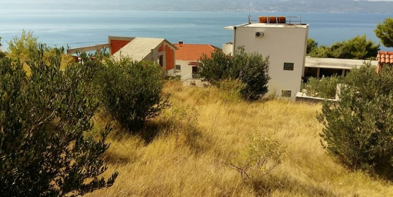 building plot near omis seaview (2)
