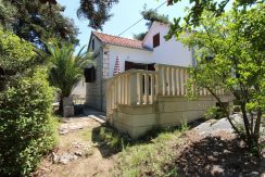Charming detached house on island Brac