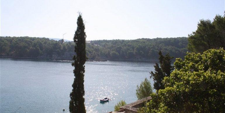 house-beautiful-location-milna-brac (1)