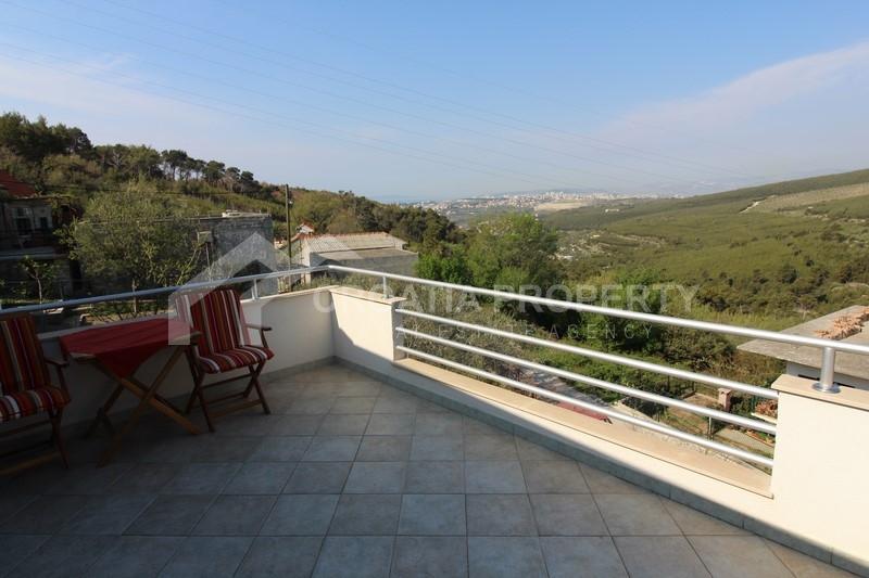 Samostojeća kuća s pogledom na Split