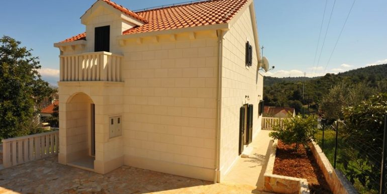 house with pool for sale brac (12)
