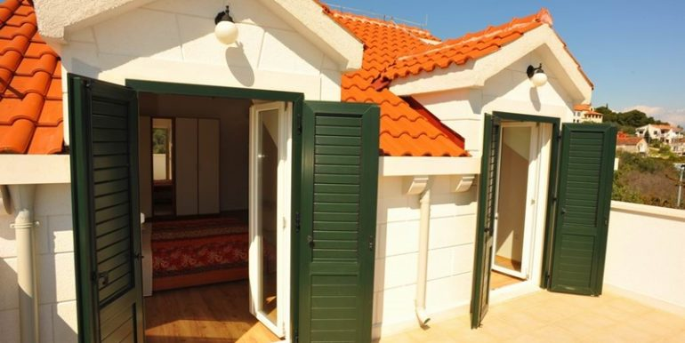 house with pool for sale brac (4)