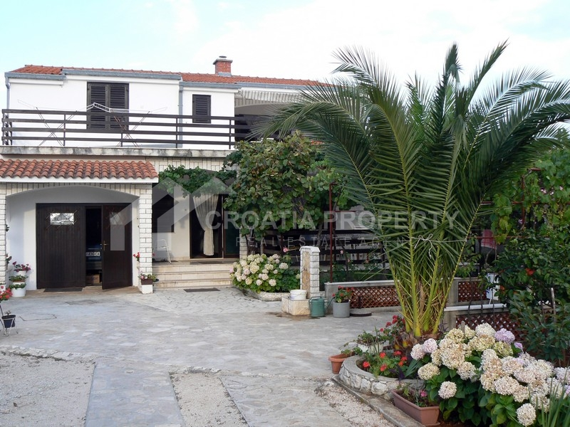 Dettached house with large house lot in Rogoznica