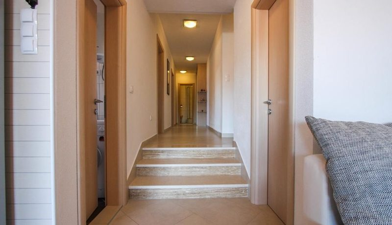 three_bedroom_apartment_for_sale_Trogir_(8)