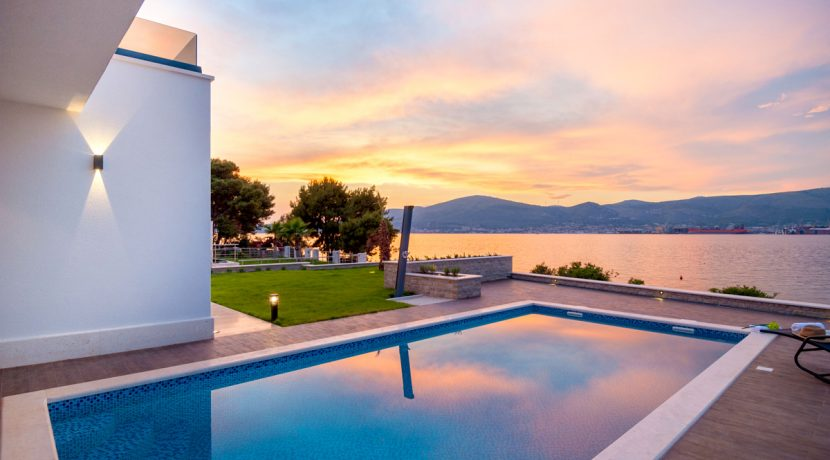 New built villa, first row to sea, Ciovo
