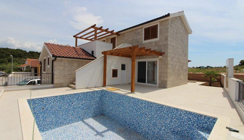 New-built villa in attractive location, Rogoznica