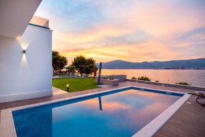 Neugebaute Villa, erste Reihe am Meer, Ciovo