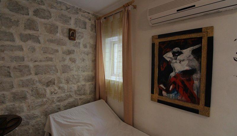 old stone house Trogir centre (15)