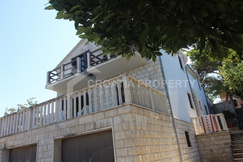 Apartment house in attractive location, island of Brac