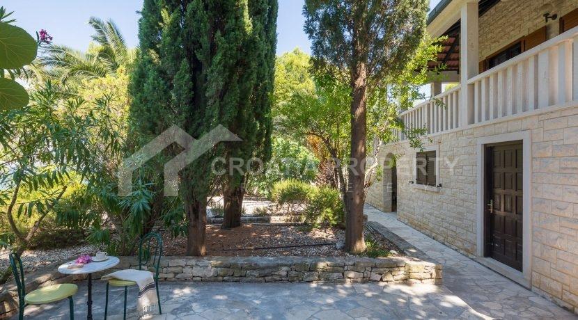 beautiful house Splitska (24)
