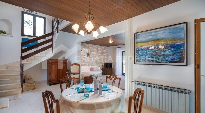 beautiful house Splitska (4)
