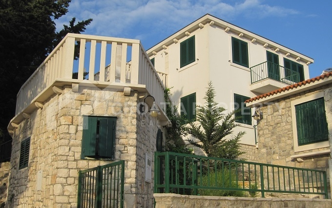 Family house on Brac island for sale