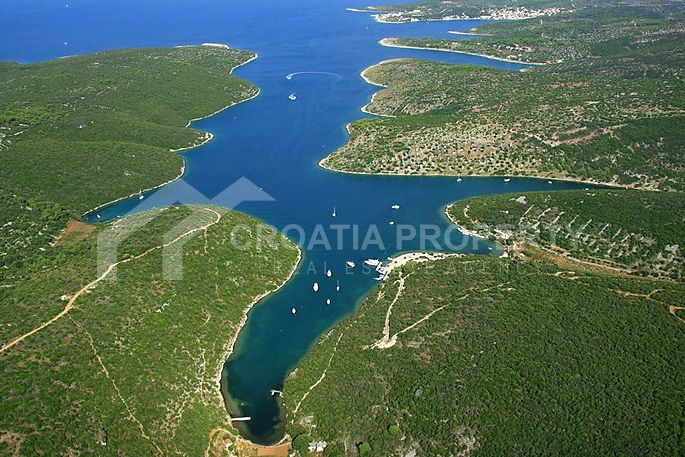 Agricultural land on the island of Brac for sale