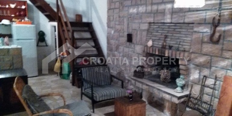 stone house for sale brac (7)