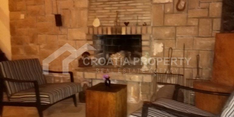 stone house for sale brac (8)