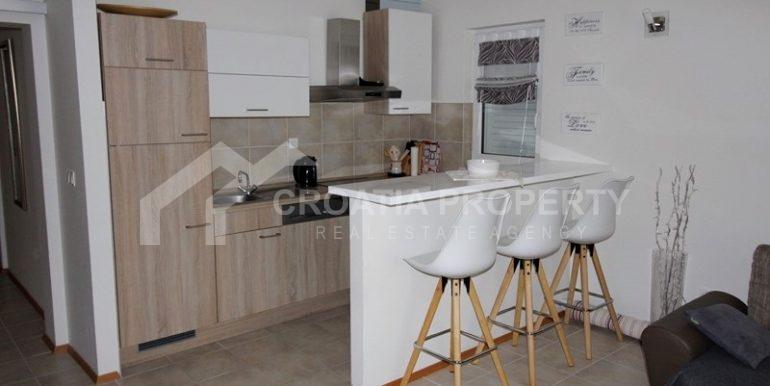 Modern apartment in Rogoznica (8)