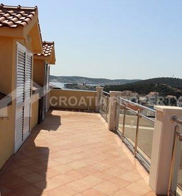 apartments sea view in Rogoznica (14)