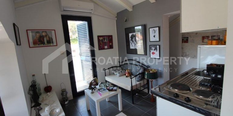 house for sale milna brac (14)