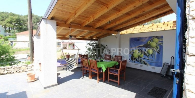 house for sale milna brac (2)