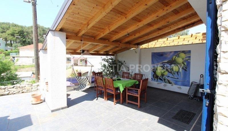 house for sale milna brac (2)