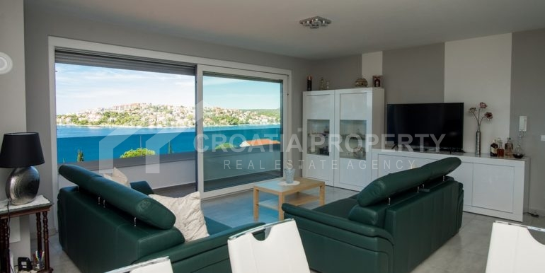 modern villa with pool and sea view Rogoznica (10)