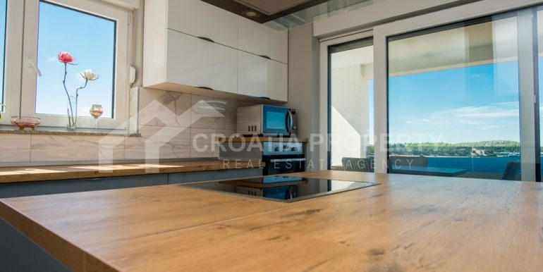 modern villa with pool and sea view Rogoznica (14)