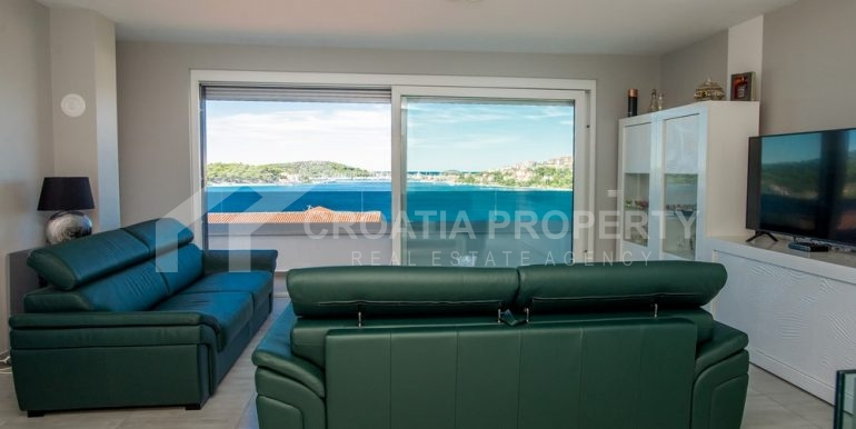 modern villa with pool and sea view Rogoznica (18)