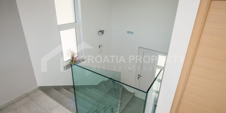 modern villa with pool and sea view Rogoznica (19)
