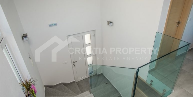 modern villa with pool and sea view Rogoznica (20)