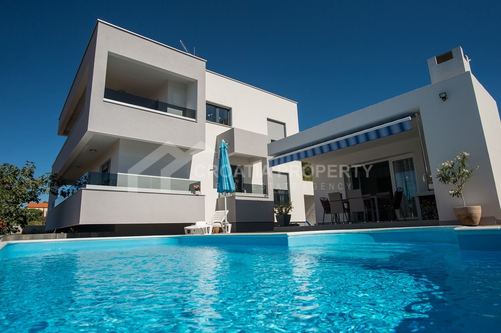 Modern villa with pool in Rogoznica