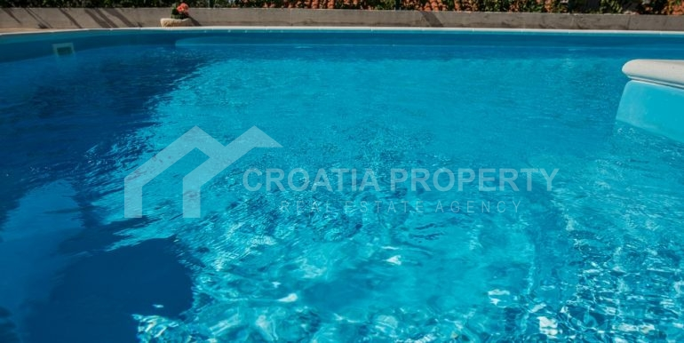 modern villa with pool and sea view Rogoznica (22)