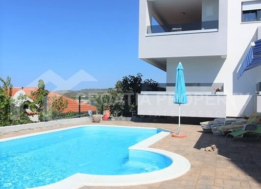 modern villa with pool and sea view Rogoznica (5)