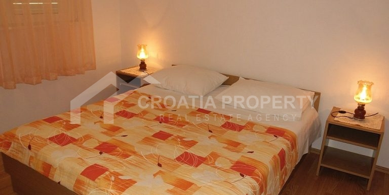 Detached house near sea Rogoznica (23)