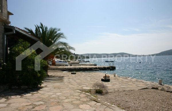 Detached house near sea Rogoznica (25)