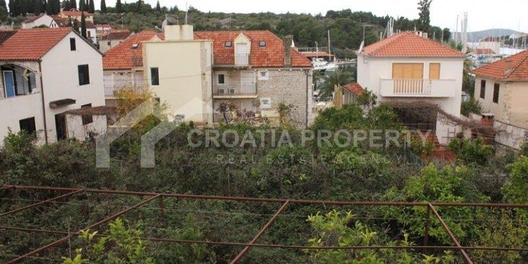 building plot milna brac (1)