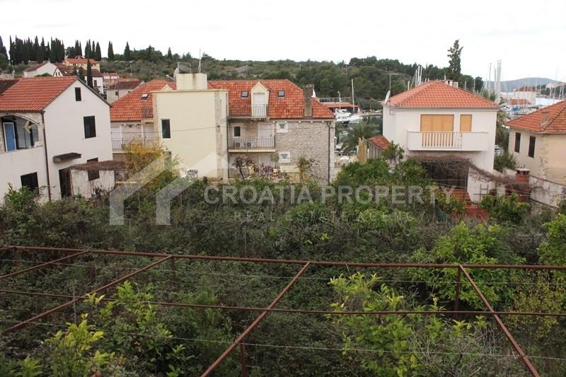 Building plot on island of Brac, Milna