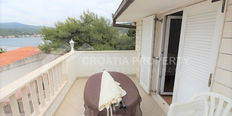 detached house near beach Rogoznica (9)